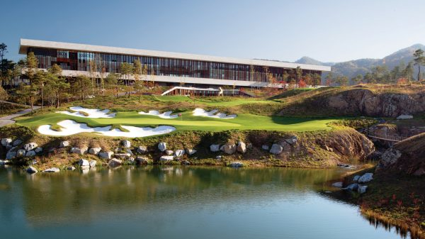 CLUBHOUSE HEADER Whistling Rock Exterior 1600x960 1