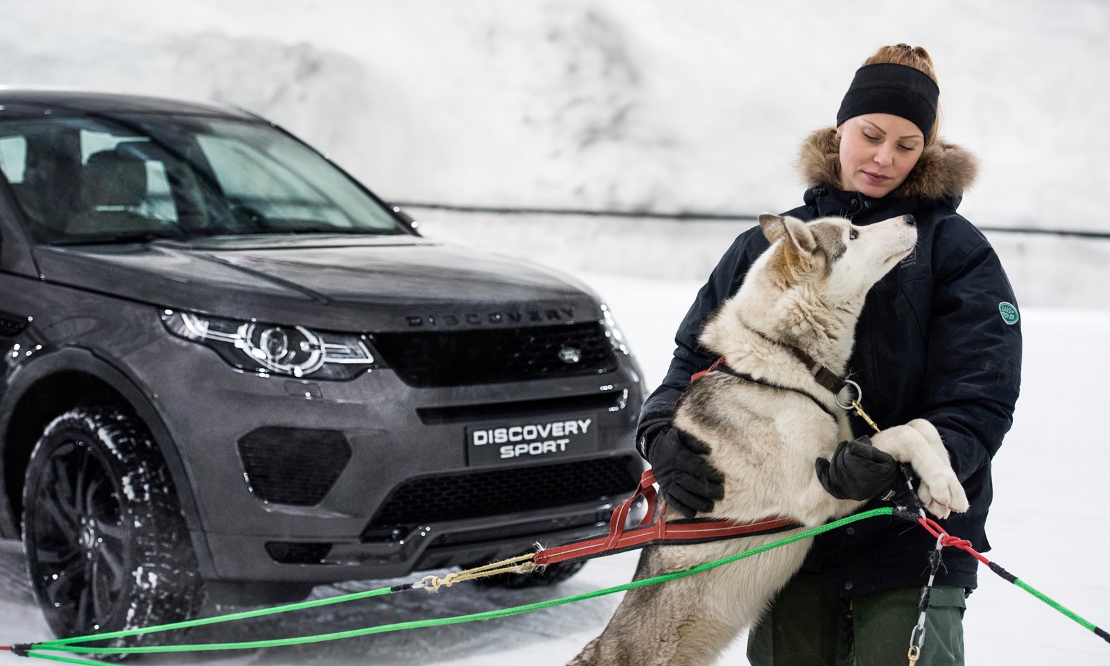 Discovery Sport takes on dog sled team in unique race at Vesileppis Ski Tunnel in Finland