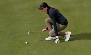 Lining up the putt in Rohnisch Spor