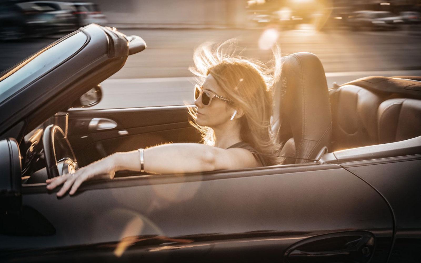 Laurina Esposito In Porsche